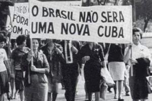 Manifestação em março de 1964. Qualquer semelhança...