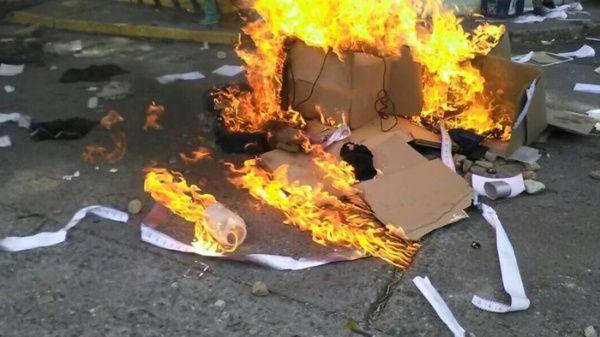 Destruição de urnas Venezuela